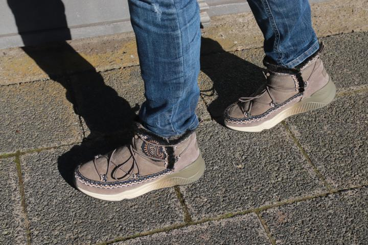 Fell-Booties, Sneaker-Booties, Ehtnoslook, dicke Sohle, Farbverlauf, Grün, Khaki, Cremeton, Schwarz, Paisleymuster. © Copyright Bettina Katscher 2020