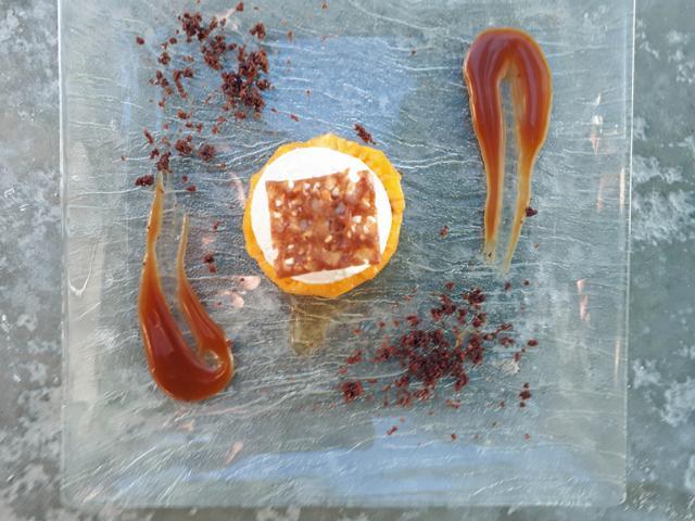 Ein leckerer Nachtisch, d.h. Vanilleeis mit heißer Ananas und Karamell. © Copyright Bettina Katscher 2020