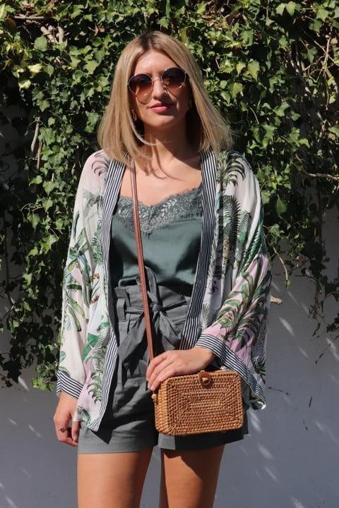 Read more about the article Club Tropicana mit Kimono und Korbtasche