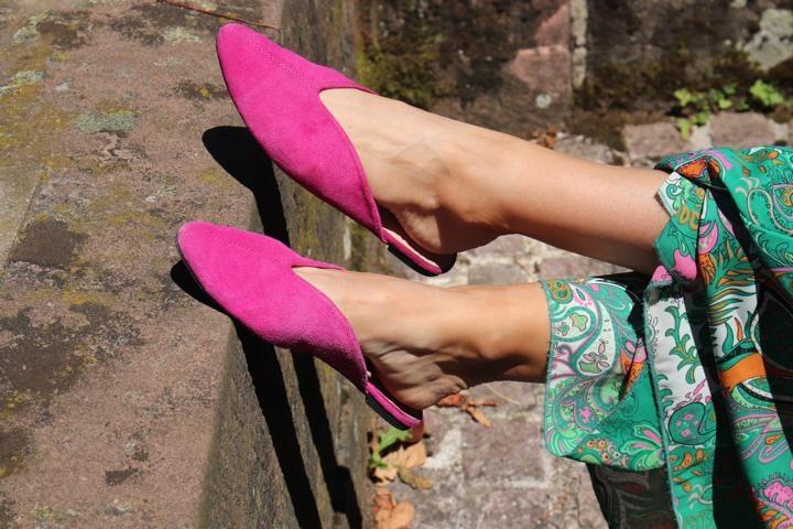 Pinke Mules und Paisleykleid, was braucht man im Sommer mehr?