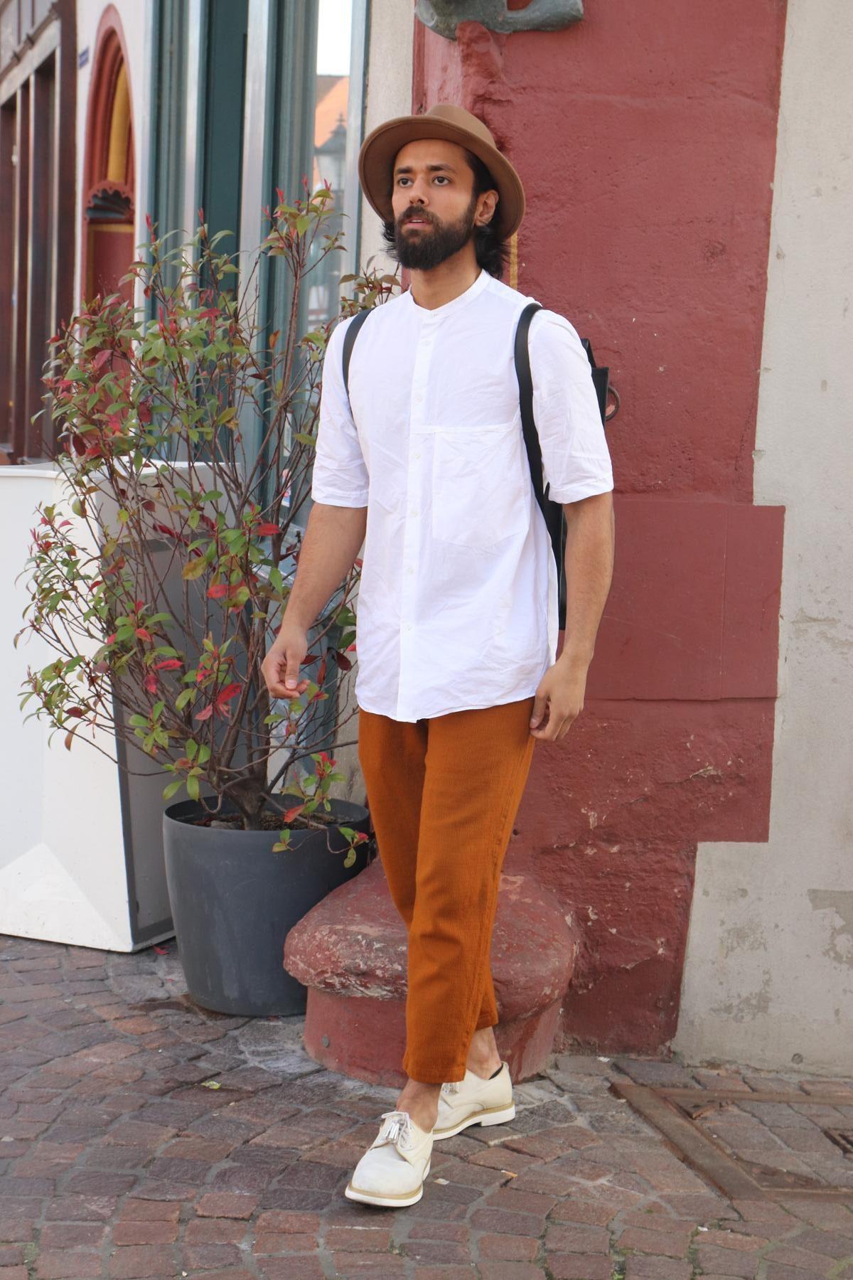 So geht Man Fashion in Weiß, Karamell und Currytönen