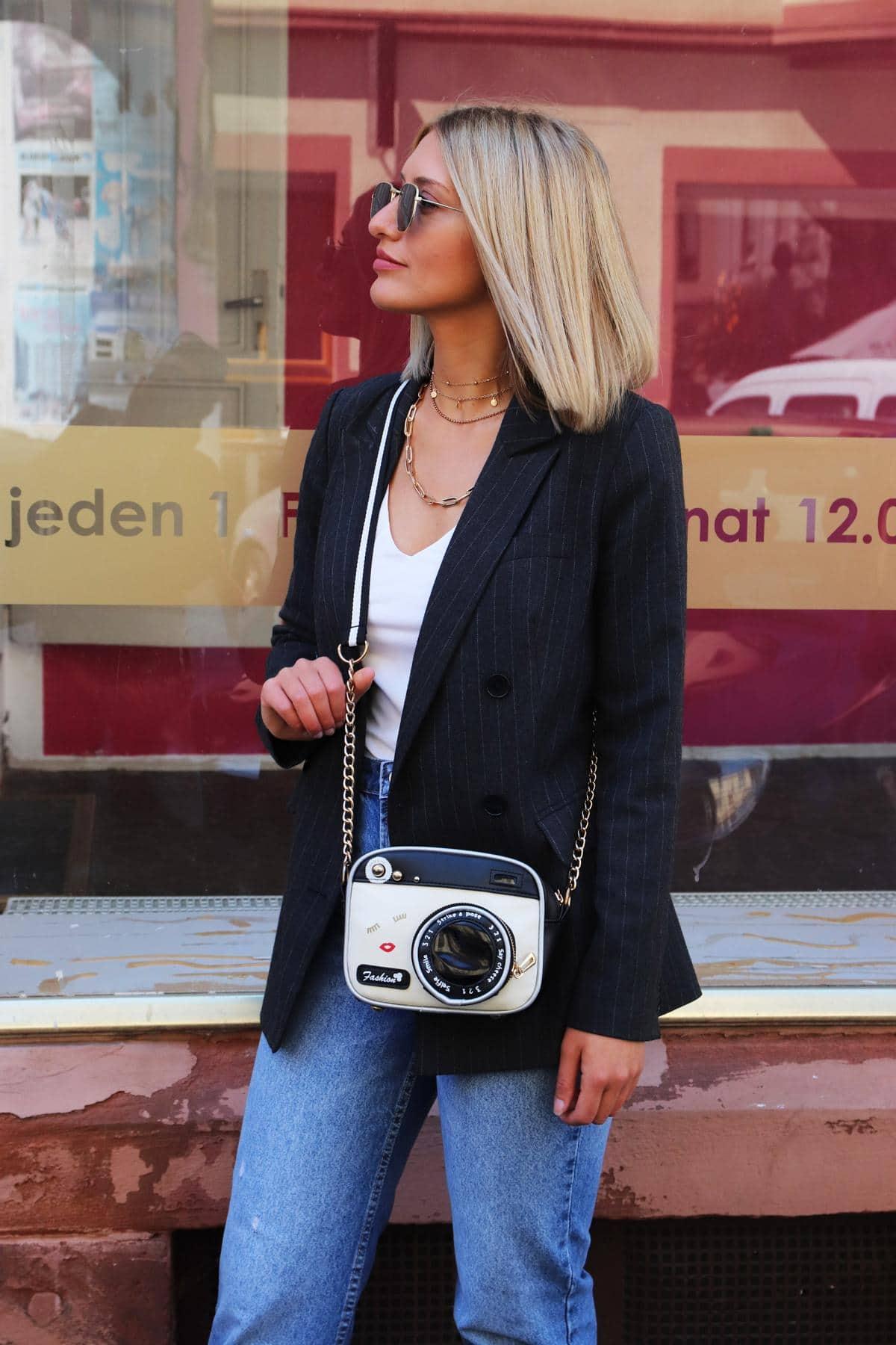 Seriös fürs Office: Fancy-Fashion-Bag mit Nadelstreifenblazer