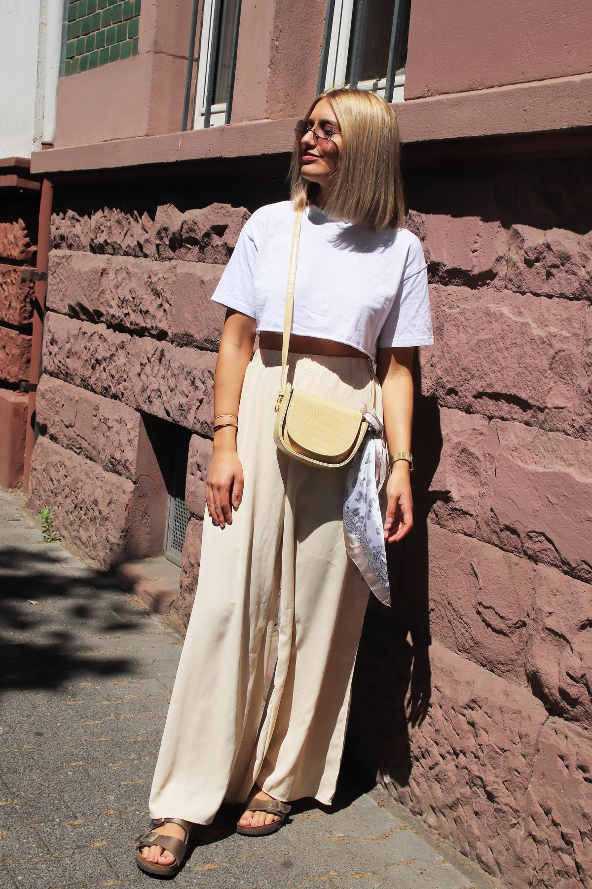 Sonnige Aussichten in der City mit  trendy cropped T-Shirt