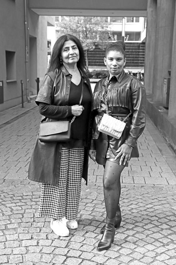 Fashiontrend Leder: Streetstylelooks in Schwarz und Weiß mit Designertaschen, Pepitahose, Leder-Fransenbluse, Short und Kleid. © Copyright Bettina Katscher 2020