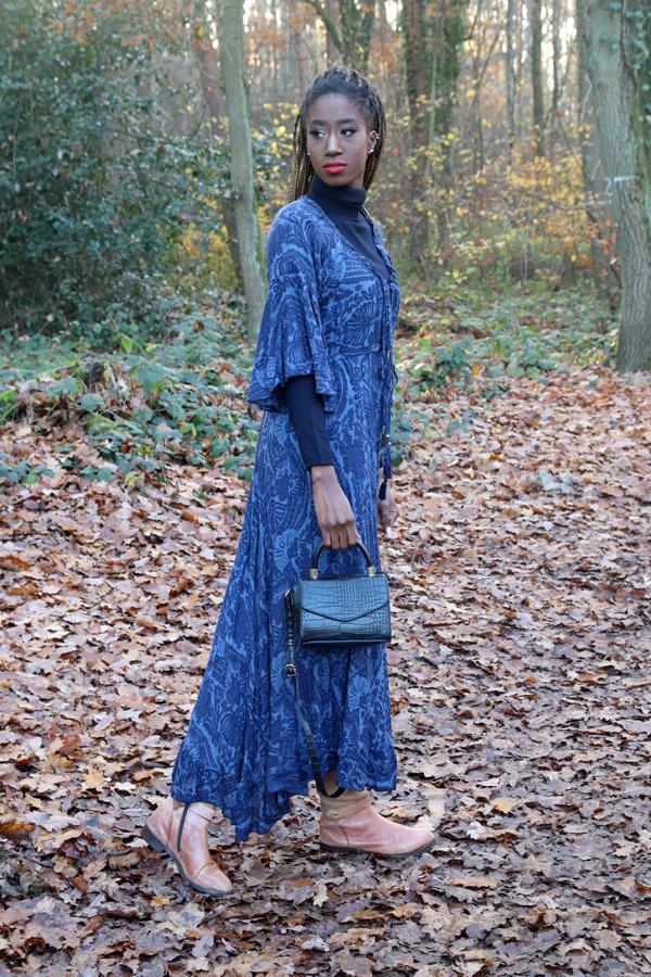 Trendkombi für den Winter 2020: Sommerkleid mit Stiefeln, so geht`s