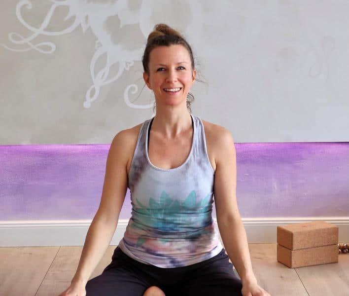 Read more about the article Ein Interview mit Yogalehrerin Larissa: Love, peace und freedom mit Yoga-Power